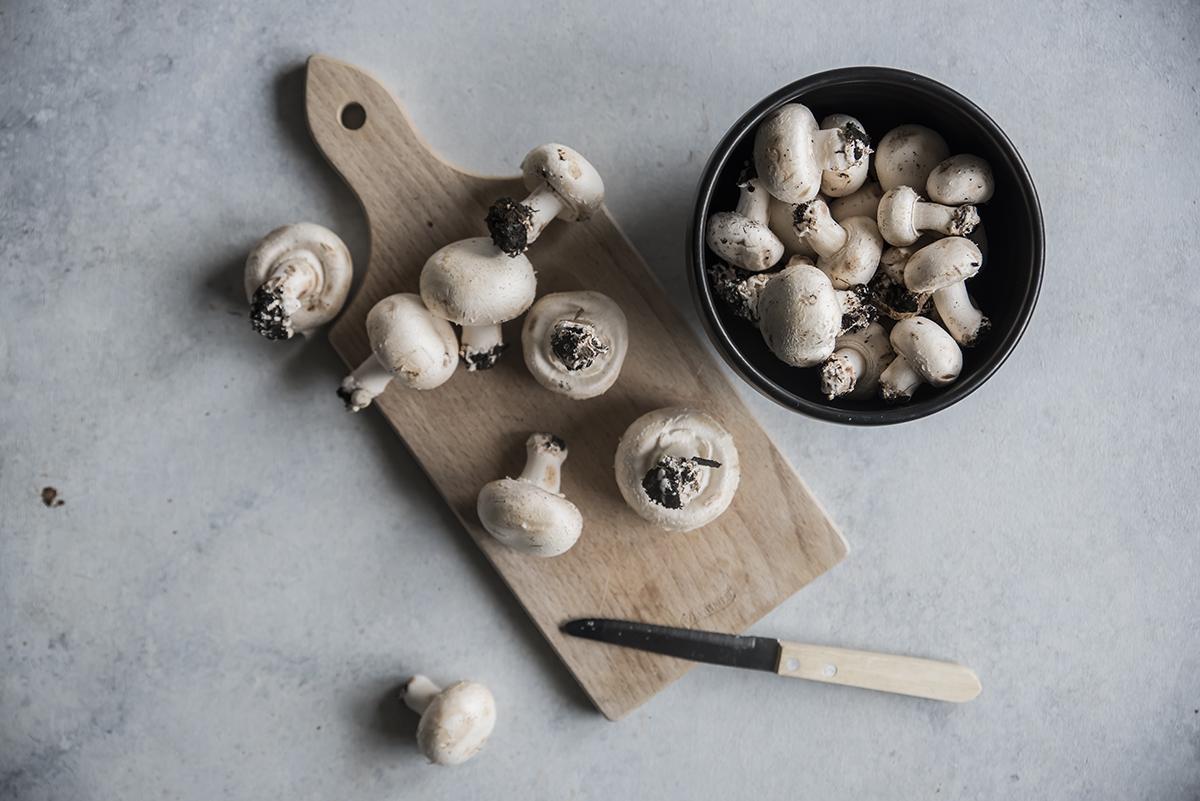 pizza-di-polenta, pulire i funghi