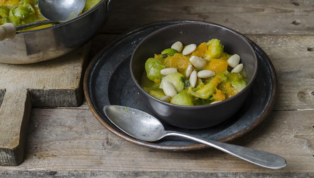 RIcetta zuppa cavolini di Bruxelles, zucca e mandorle