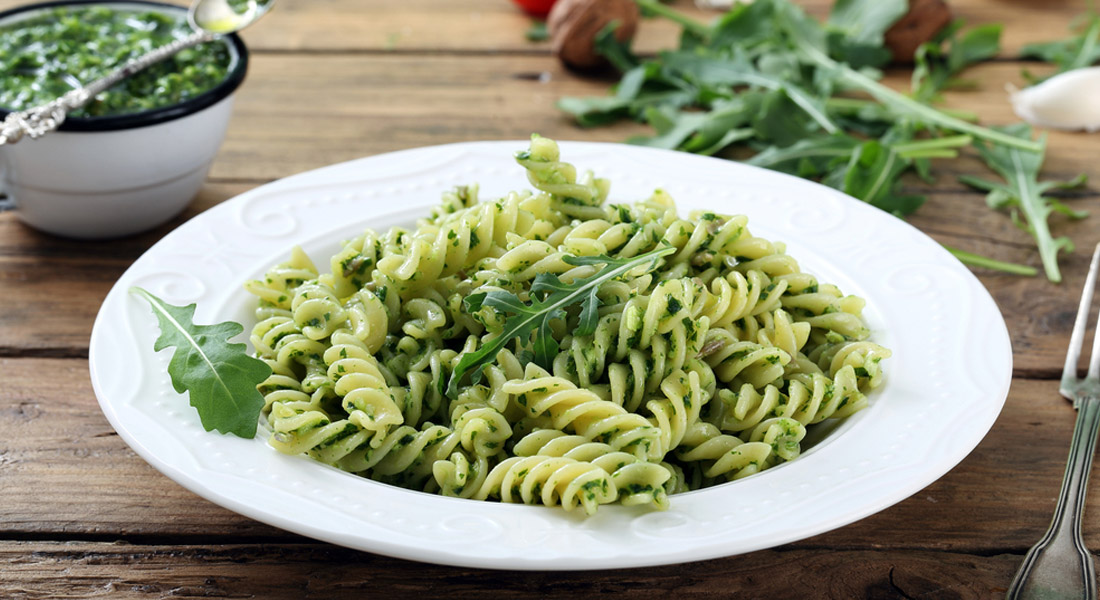 fusilli con pesto di rucola e yogurt ricette light melarossa. Black Bedroom Furniture Sets. Home Design Ideas