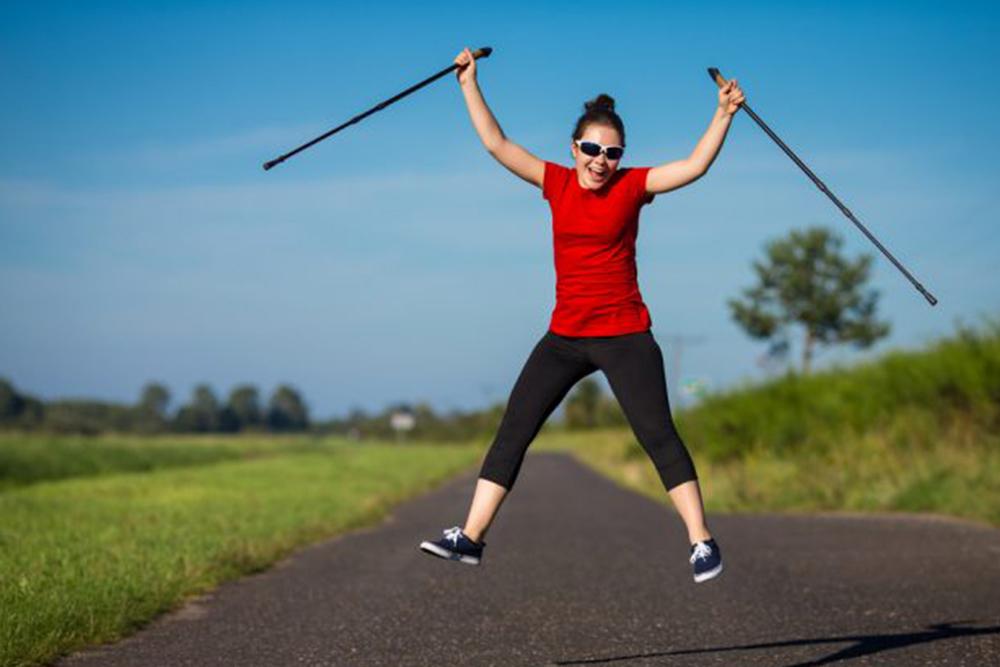 sport anticellulite : nordic walking per combattere la cellulite