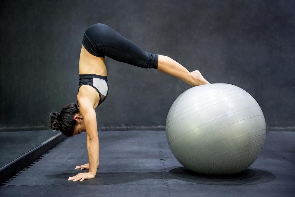 pilates: esercizi con la palla