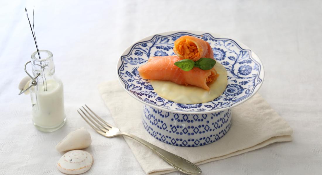 ricette allo yogurt - involtini di salmone con salsa allo yogurt