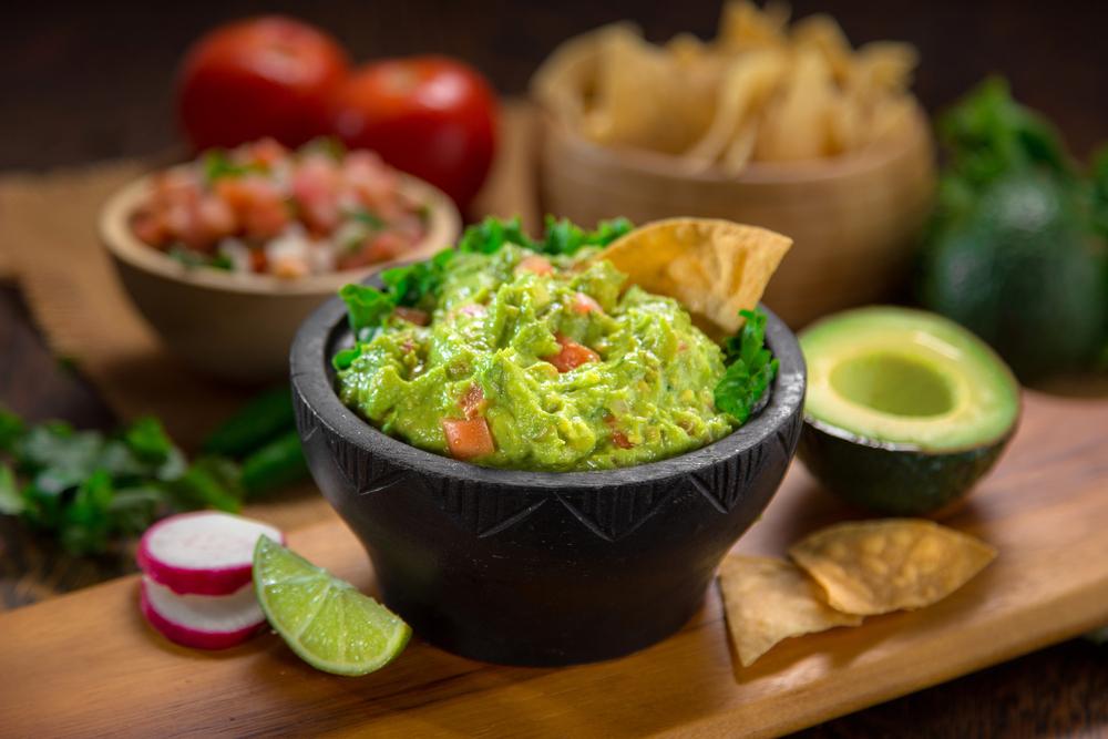 ricette con peperoncino, la salsa guacamole