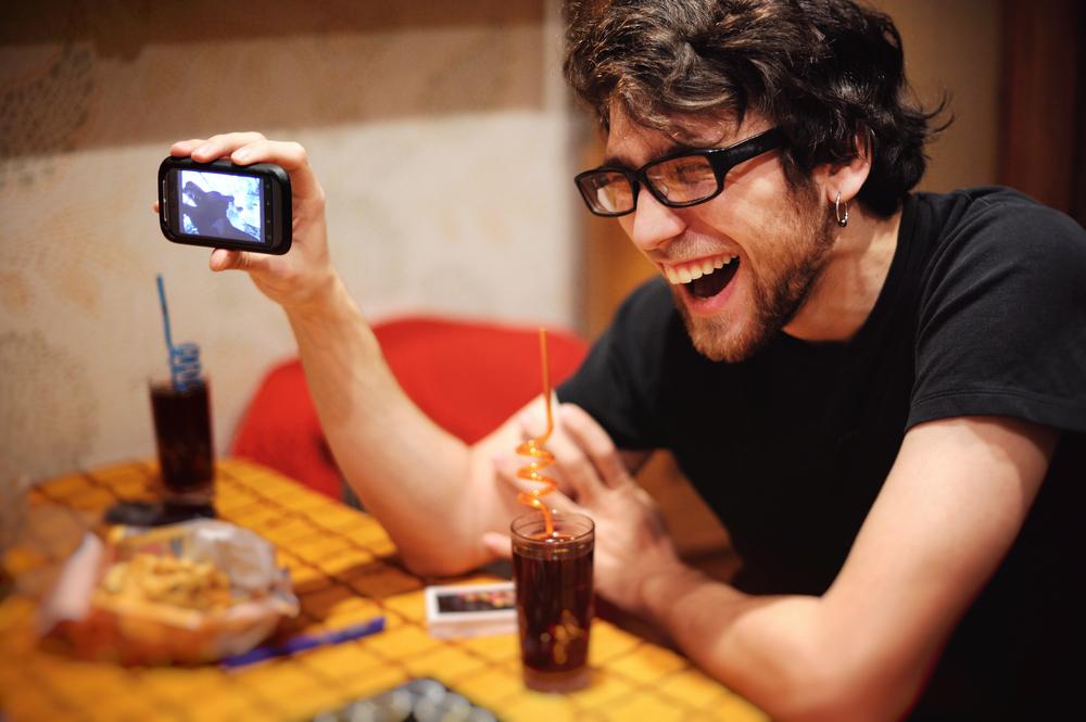 ridere abbassa il livello di zucchero nel sangue