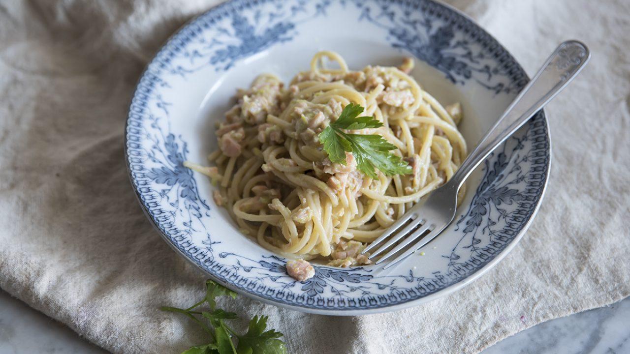 Ricetta Salmone Porri.Spaghetti Alla Crema Di Porri E Salmone Ricette Light Melarossa