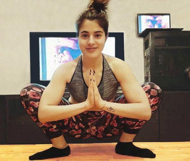 stretching e yoga challenge per ritrovare la forma
