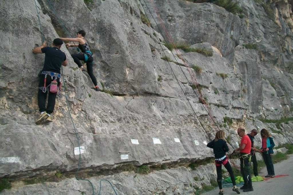 Sport da fare all'aria aperta: arrampicata
