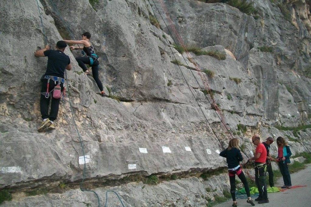 Sport da fare all'aria aperta: arrampicata