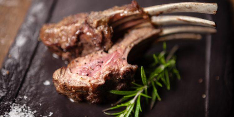 carne d'agnello: valori nutrizionali, benefici e ricette