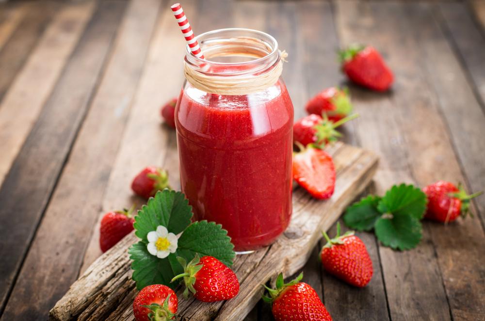 frullato di fragole e lamponi, una bevanda fresca e dissetante