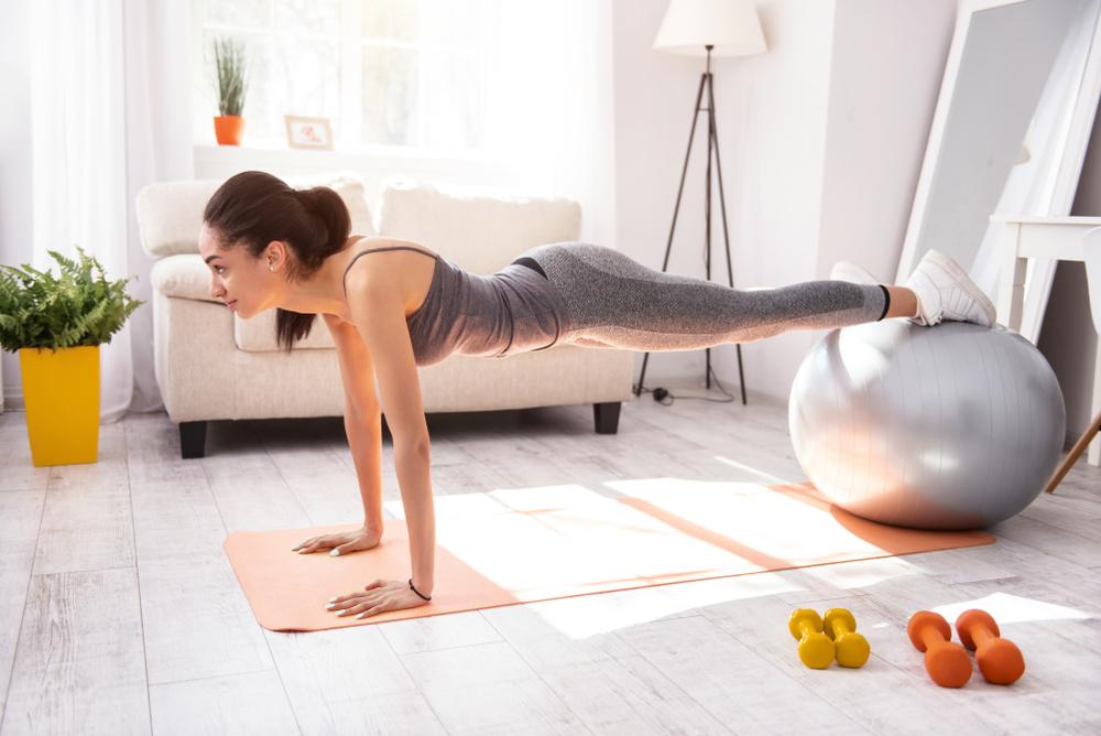 maniglie dell'amore: l'esercizio del plank