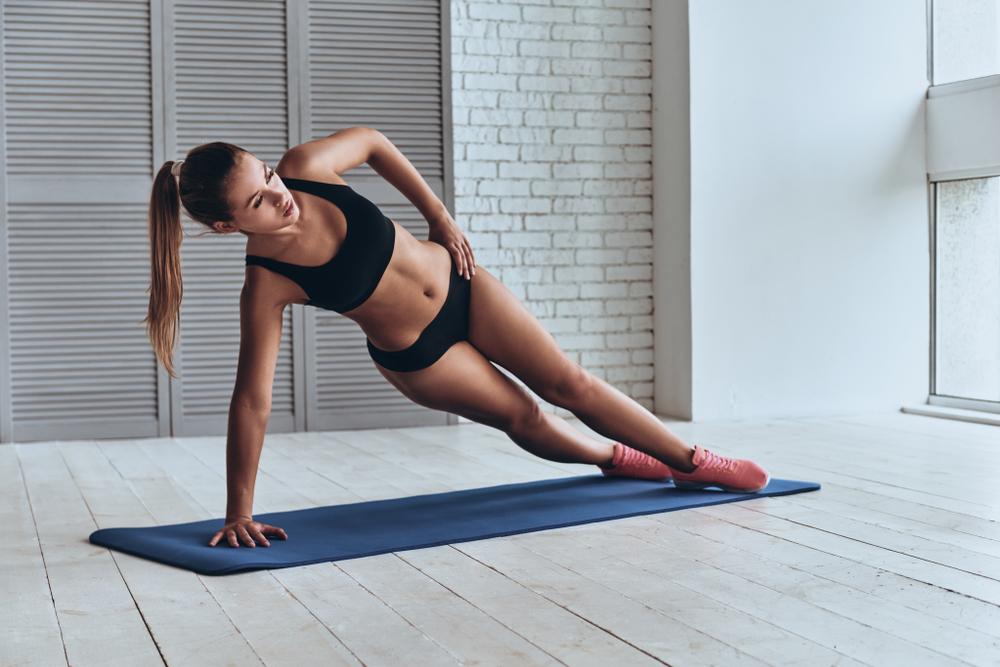 maniglie dell'amore: side plank braccia tese