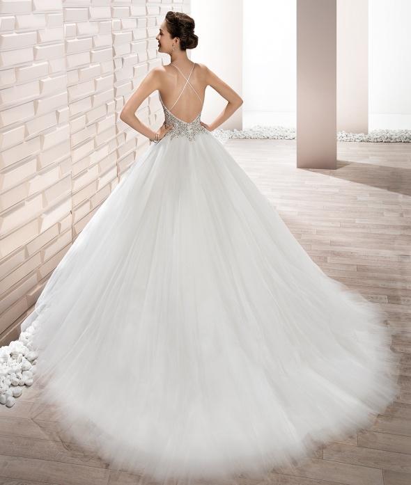tendenze vestito da sposa 2017: vestito scollatura schiena