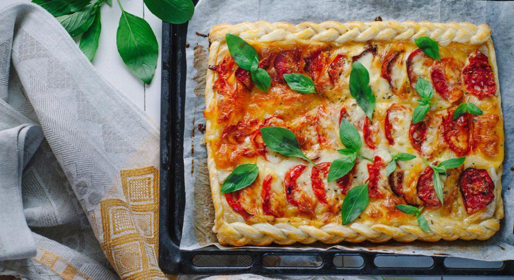 torta salata con pomodoro e mozzarella