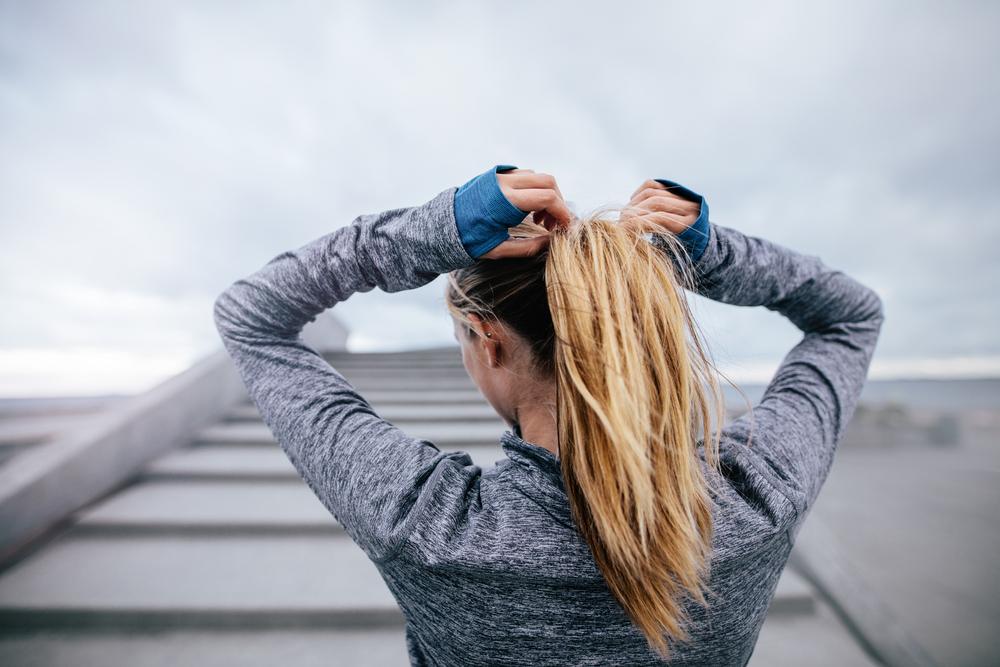 come legare i capelli durante lo sport