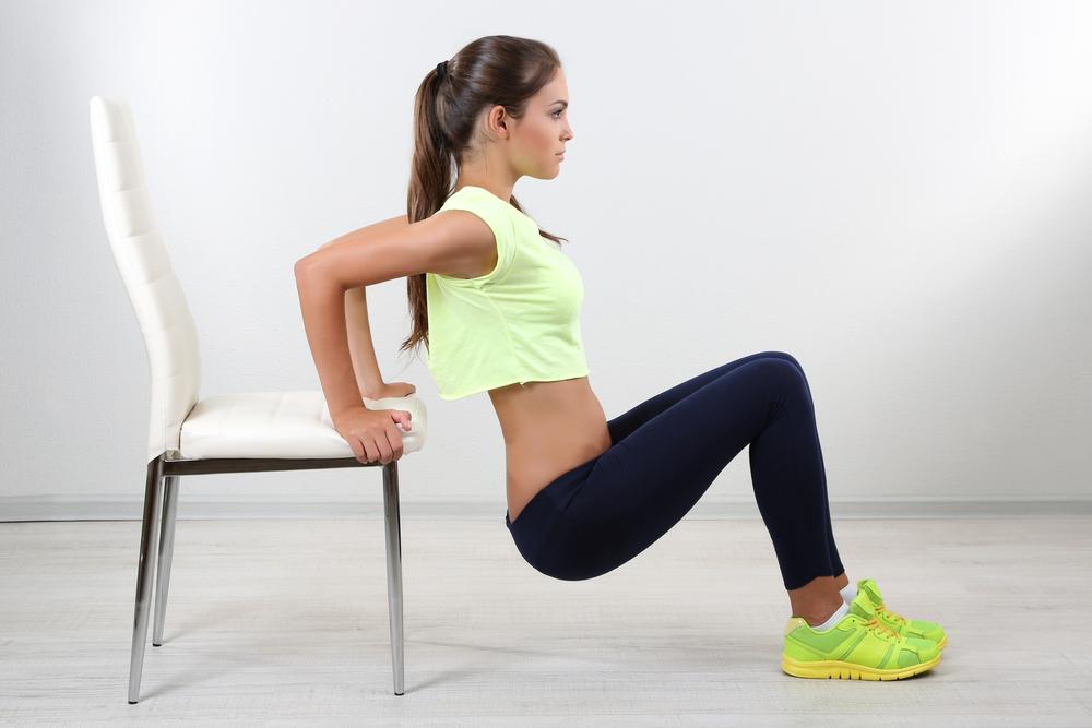 esercizi per le braccia: dip