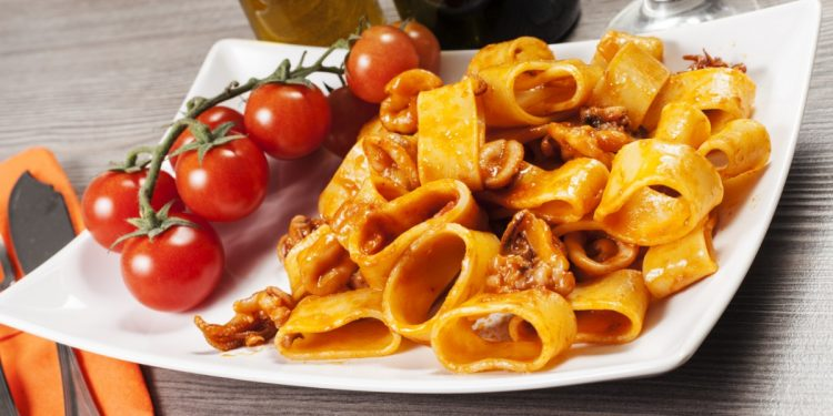 penne integrali e calamari: ricetta light