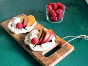 Golose ma sane, le coppette con mousse allo yogurt e frutta fresca gluten free sono il dessert ideale dell'estate.