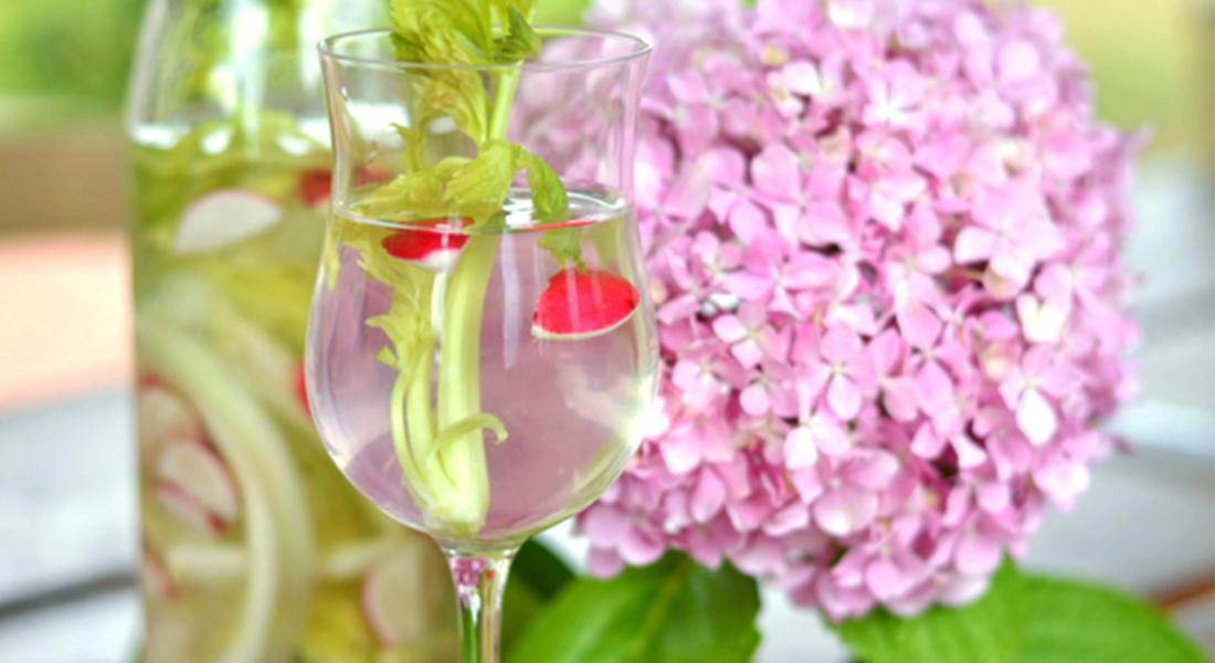 Acqua detox al sedano e ravanello