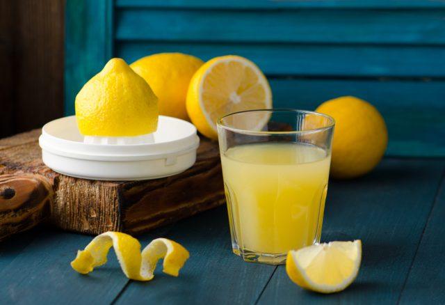 bere limone a digiuno fa dimagrire?
