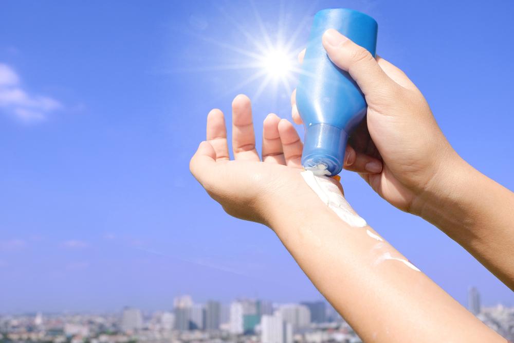 caldo estivo, come proteggere la pelle in città
