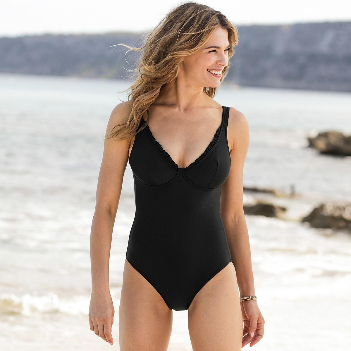 foto ufficiali 2d270 a1026 Costumi interi neri: l'eleganza da indossare in spiaggia ...