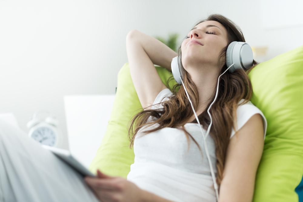 dormire bene: ascolta musica prima di dormire