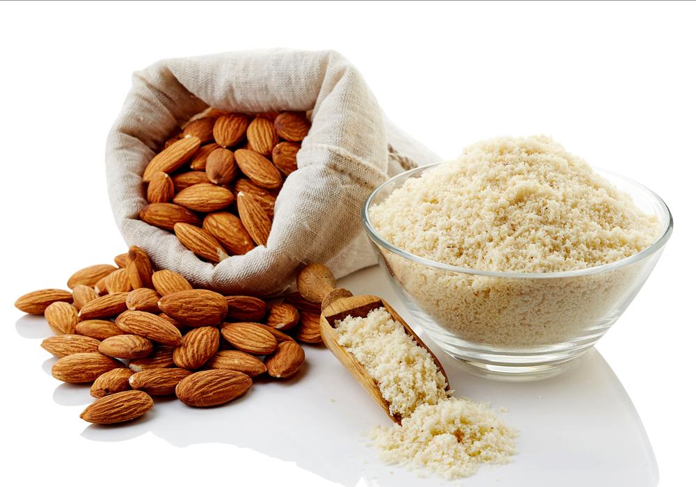 La farina di mandorle, dal caratteristico sapore dolce e aromatico, è perfetta per la preparazione di dolci senza glutine.