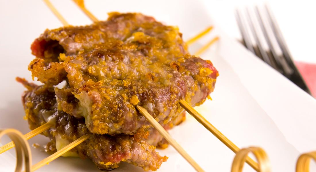 Gli involtini di carne ripieni senza glutine sono ottimi anche per uno stuzzicante aperitivo.