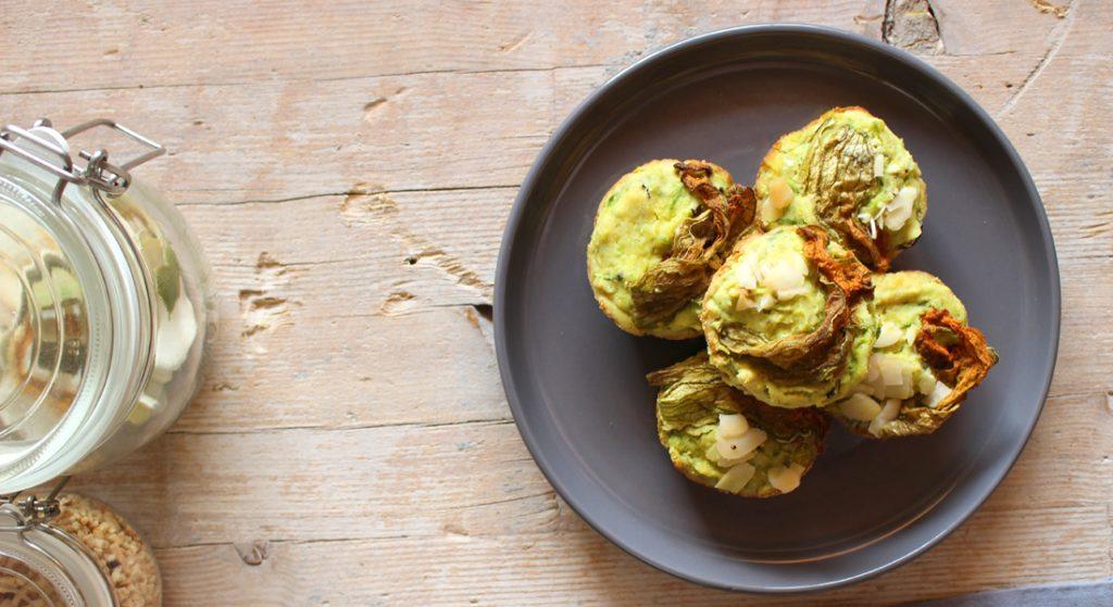 Prova i muffin salati con zucchine e olive nere per un aperitivo tra amici!