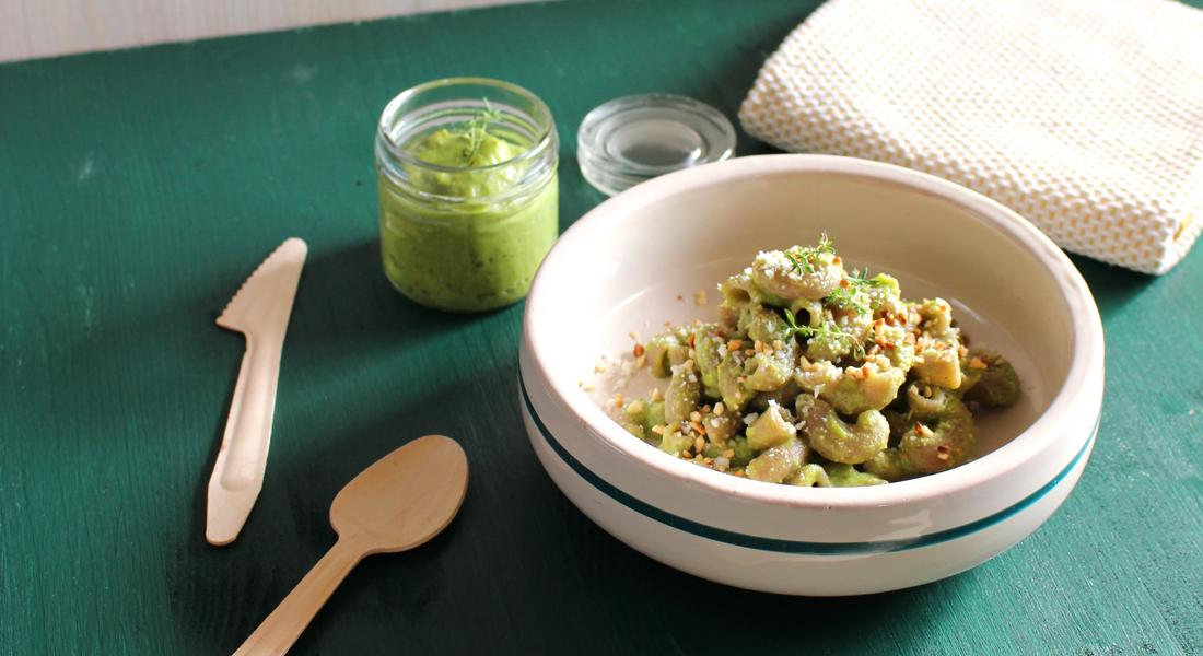 Un carico di fibre e benessere con la pasta di grano saraceno ncon pesto di asparagi e mandorle.