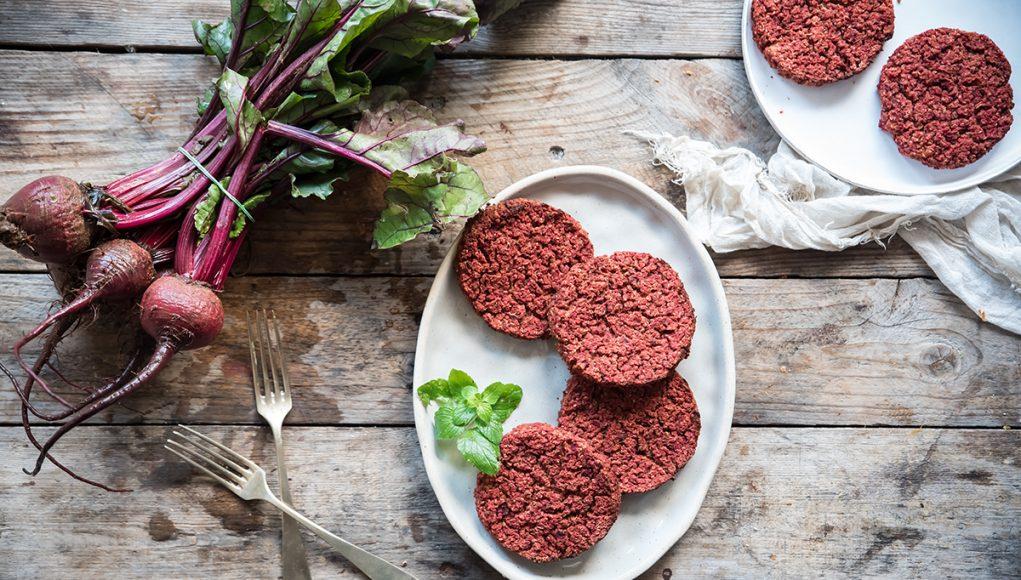 quinoa: burger vegetale con barbabietola e fagioli