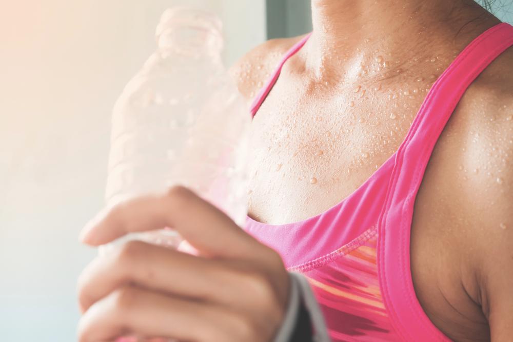 sport quando fa caldo: bagnarsi la testa