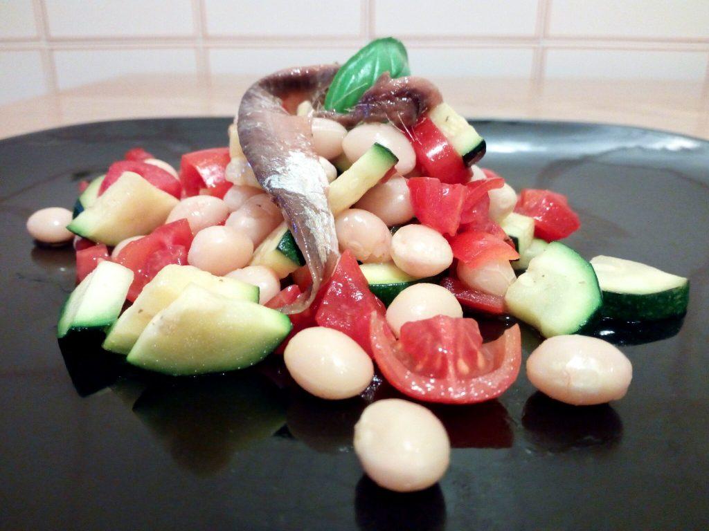 Ricetta insalata di fagioli Tondini del Tavo, alici, zucchine e pomodori