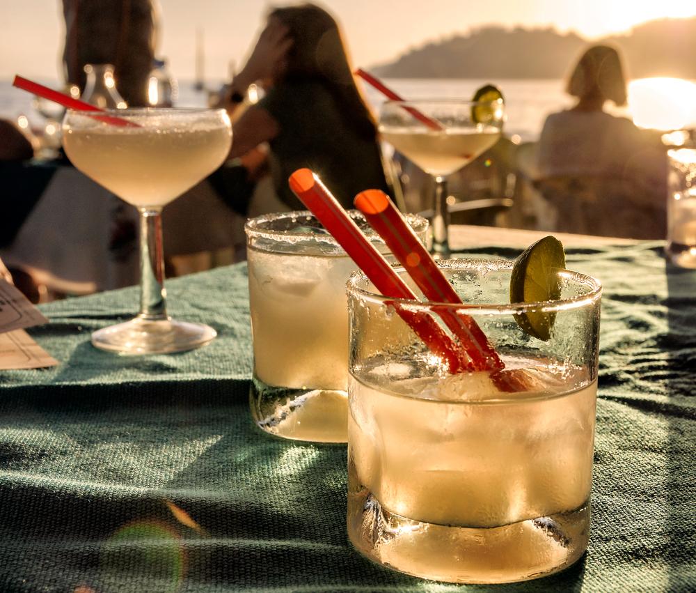 aperitivo in spiaggia, come comportati a dieta