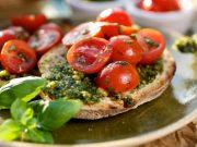 bruschette al pesto e pomodorini
