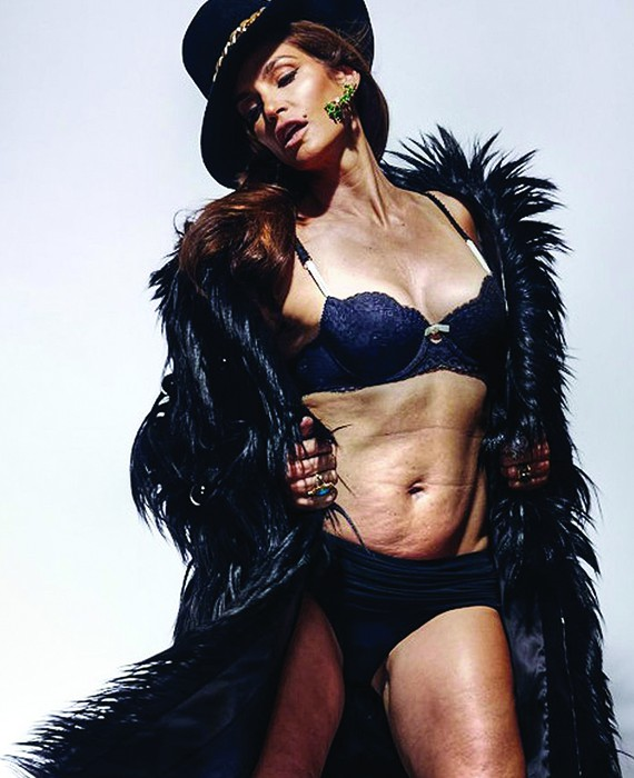 Cindy Crawford, vip senza photoshop in costume da bagno