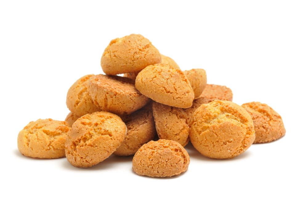 Uso in cucina della farina di mandorle per realizzare dolci senza glutine.