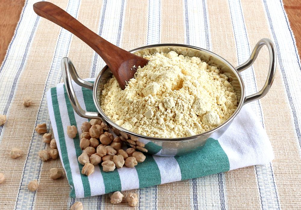 Le farine derivanti dai legumi e dalla frutta secca sono un'ottima fonte di proteine e vitamine nella dieta senza glutine.
