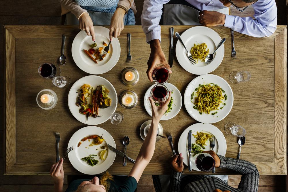 dritte per gestire bene la tua dieta quando sei a cena da amici o parenti
