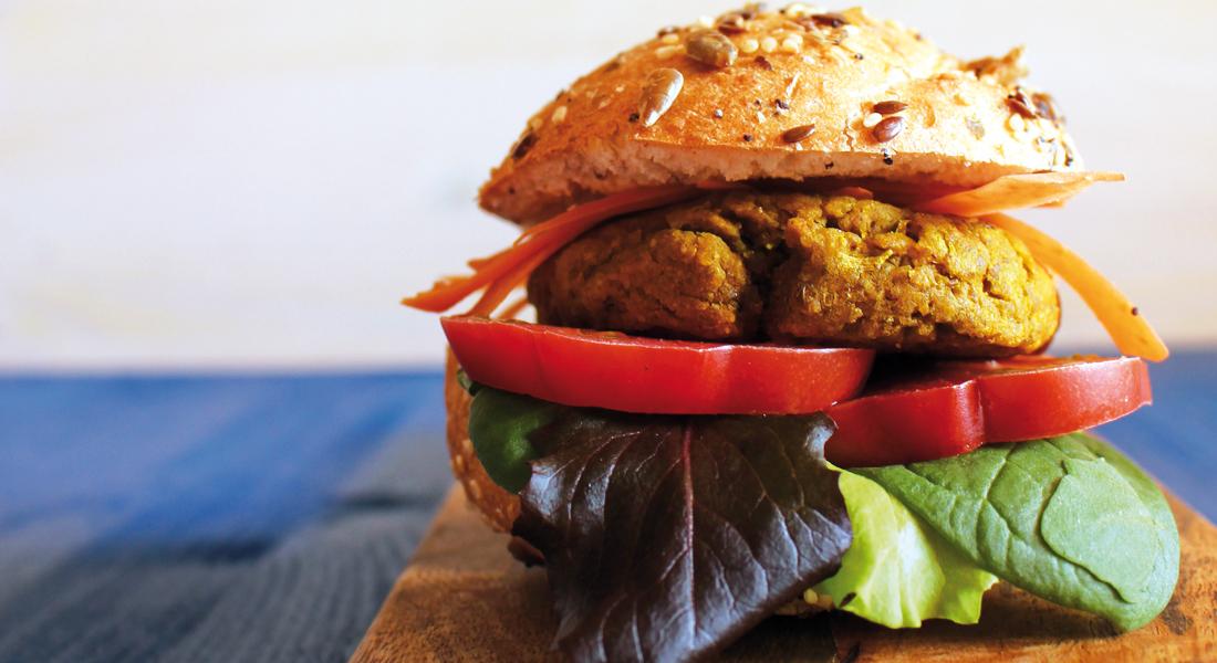 Facili, sani e vegetariani, gli hamburger di ceci e lenticchie senza glutine sono una fonte proteica importante.