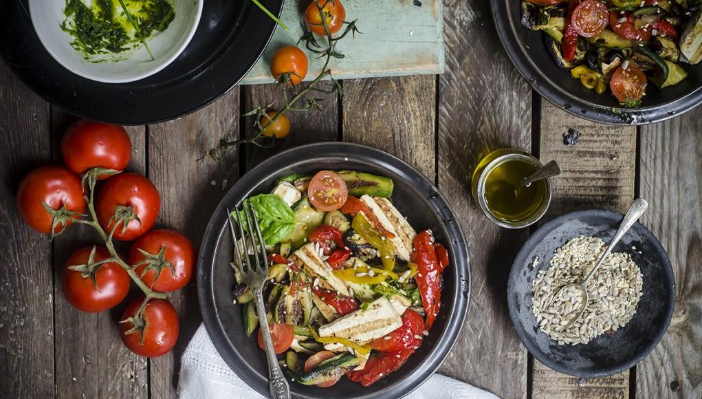 insalata di verdure e tofu grigliato