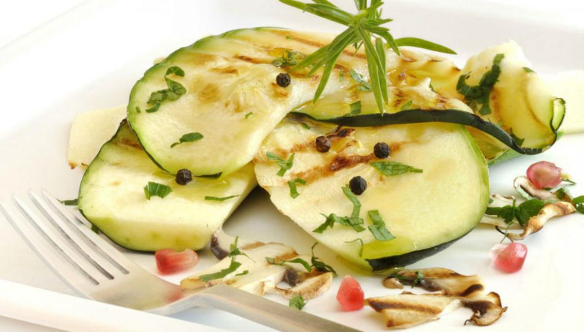 ricette con zucchine, insalata zucchine e funghi