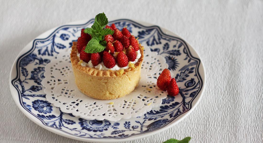 Le tortine con fragoline di bosco sono il dessert ideale per concludere il pasto in modo sano ma goloso.odo