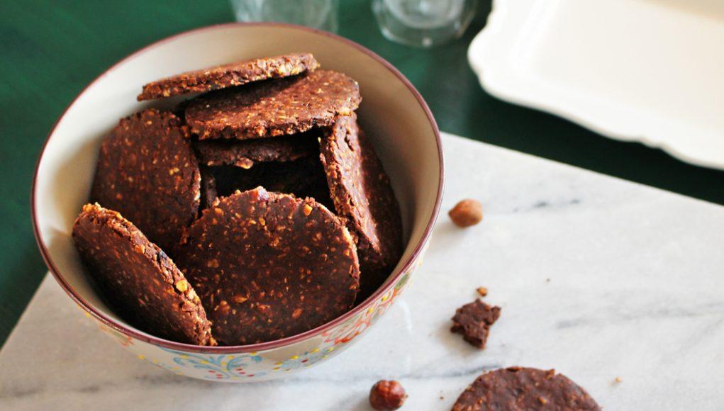 Biscotti ai fiocchi di avena con cioccolato e nocciole