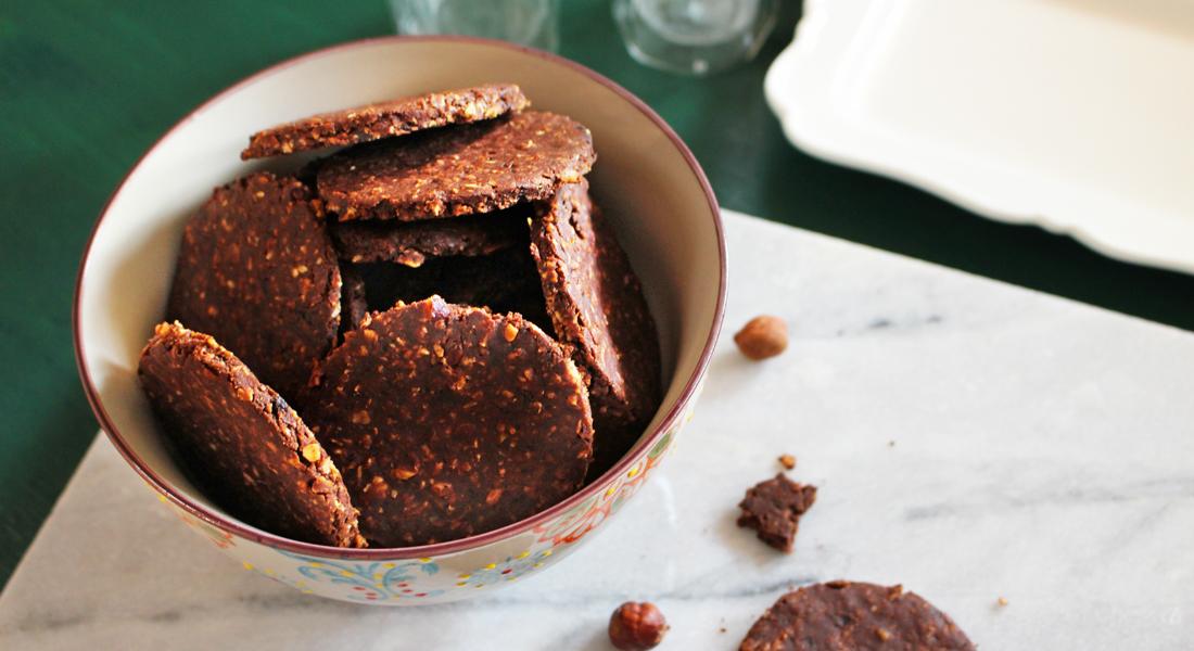 ricette biscotti di natale: biscotti ai fiocchi di avena senza glutine e privi di lattosio e uova, sono perfetti per una colazione o una merenda sana e golosa.