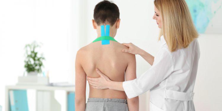 mal di schiena nei bambini e adolescenti sempre più diffuso