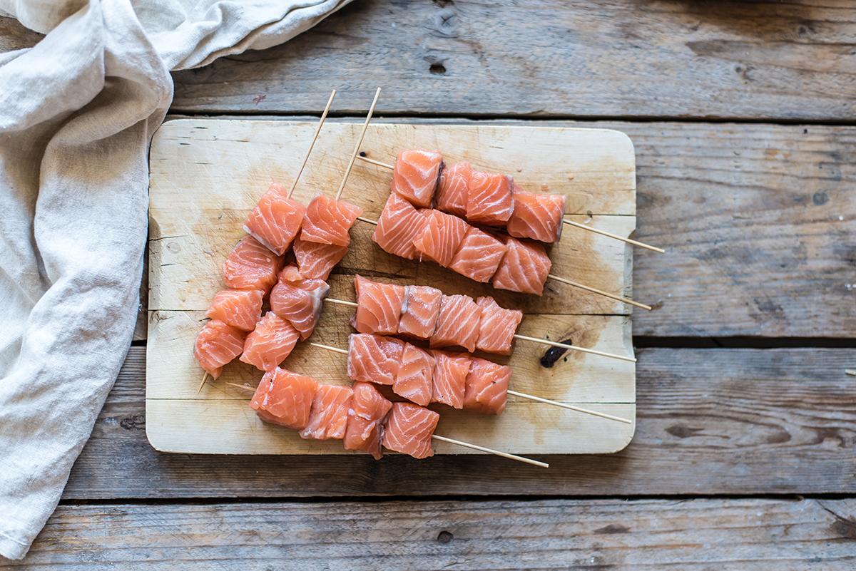 spiedini di salmone fresco