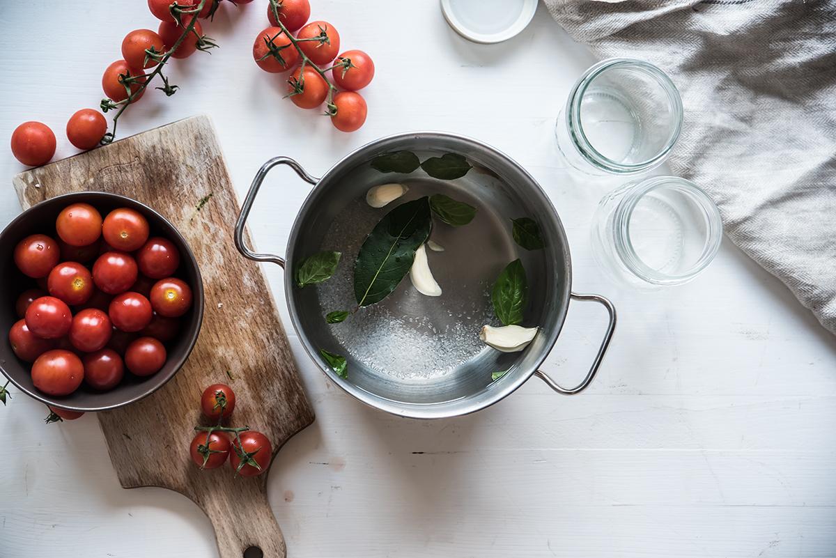 Pomodorini in salamoia, preparazione
