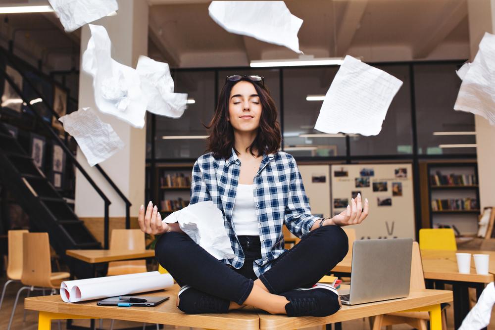 la meditazione guidata combatte lo stress